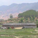 中国の歴史ある木造建物の屋根 乾燥しやすい構造でした!(大地土楼群)