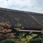 瓦屋根の塗装はNGです! 効果が少なく、雨漏りリスクも高まります!