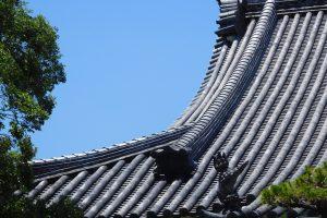 お寺から屋根修繕のご依頼があったのだ! 瓦のズレ、発見! の巻