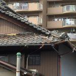 通りすがりの瓦屋根。さすがに限界です!メンテしてくださいね~!