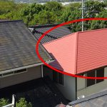 スレート屋根は再塗装すると若返りますよ~! 逆にしないと汚いですね!