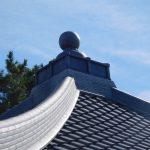 寺院の瓦屋根 雨漏り補修を行いました! 方形屋根の頂点を補修しましたよ!