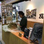 三河の窯業展 三州瓦の特長が「かわら版」でわかりやすく掲示!