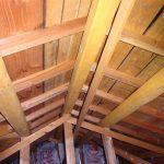 築30年小屋裏を見ると(瓦+土葺き)を断熱材として考えていました!