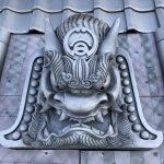 鬼師さん達が高浜市役所新庁舎に鬼瓦を寄贈しましたよ。主要幹線道路を通る皆さんを鬼瓦がしっかりと見守ってくれますよ!!
