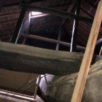 屋根の小屋裏は真っ暗なんです。昔は天窓瓦という明かり取りがありました!