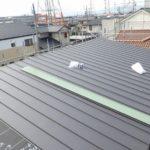 新築の屋根工事 ガルバリウム鋼板立平葺き(ビルボード下地)